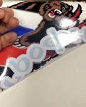 Наклейка медведь - демонстрация белой подложки под самим изображением